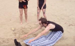 Мужчина пляж, очень смешно