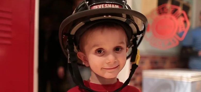 Трогательная история про мечту мальчика быть пожарным и его болезнь
